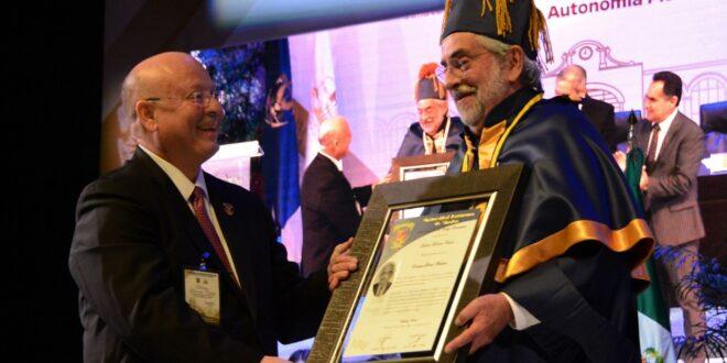 Rector de la UNAM es investido con el doctoradoHonoris causade la Universidad de Panamá