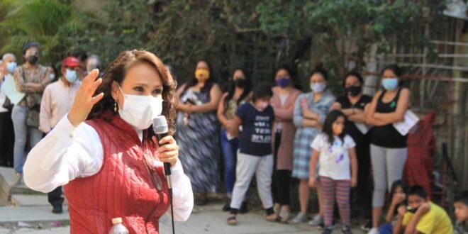 Dolores Padierna con vecinos de la Peralvillo