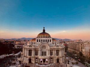 Palacio de Bellas Artes, lugar turístico que ilustra el texto sobre Daniel Madariga Barrilado